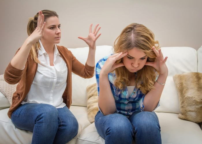 mother_teen_arguing