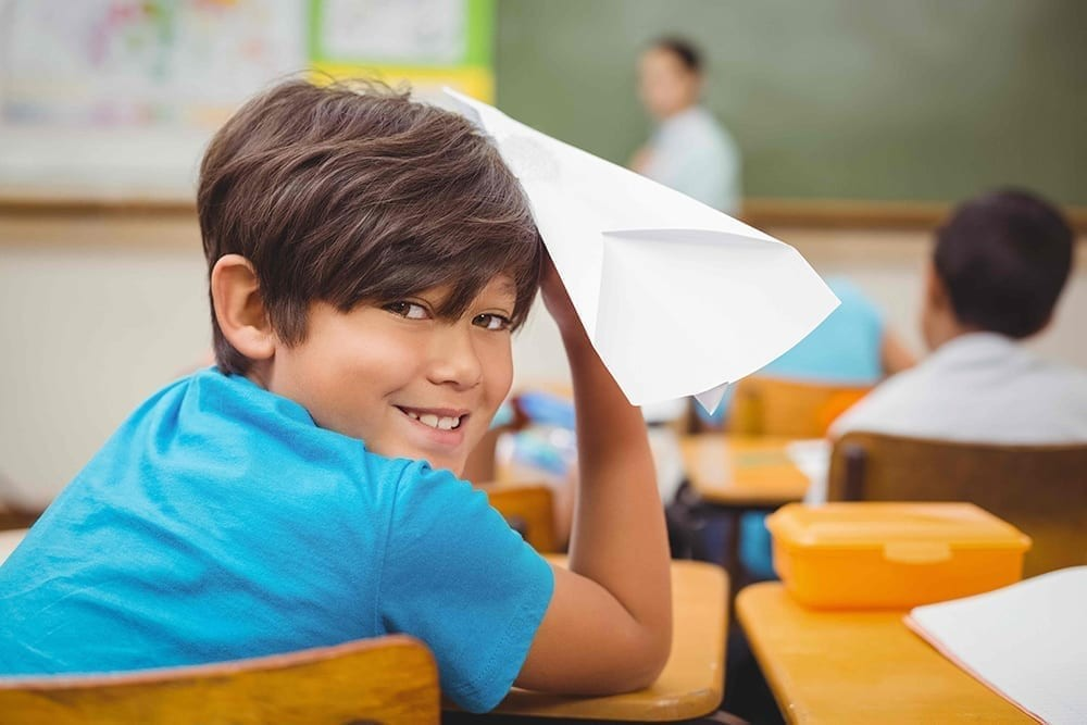 Student with paper airplane - AdobeStock_89373346 2